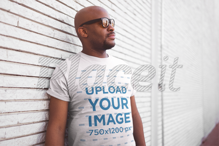 T Shirt White Middle 20775 Wall Sunglasses Mockup Aged Of Man Against Textured A With lKTF1Jc